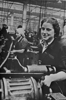 Советские работницы