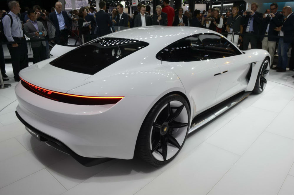 Porsche-Mission-E-Concept-18-1024x683
