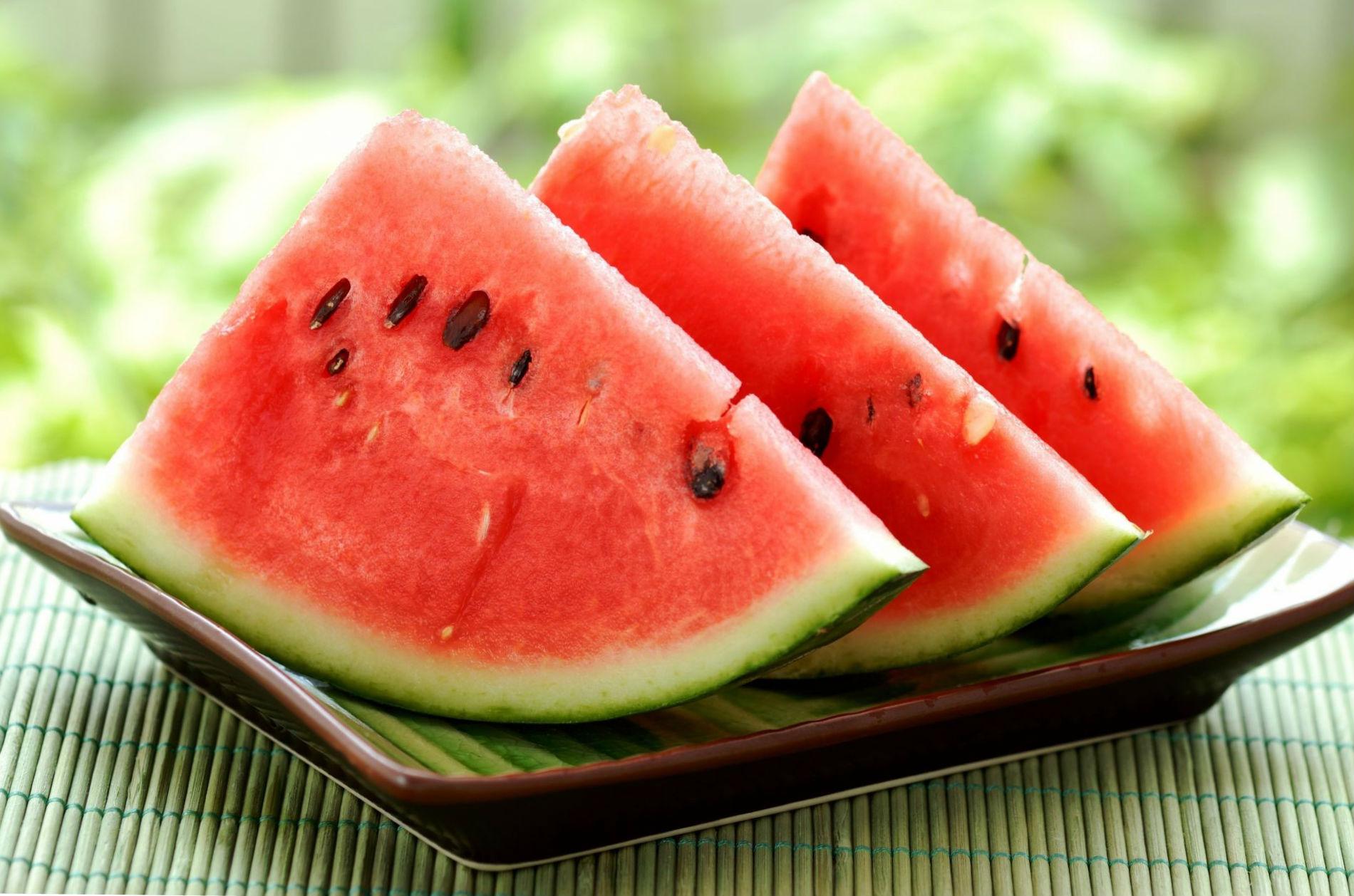 arbuz-lomtiki-watermelon-tarelka-leto